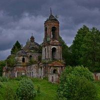 Никольская церковь на реке Елнать :: владимир полежаев