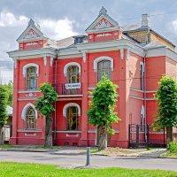 Красный дом :: Сергей Тарабара