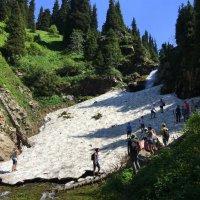 Воды Верхнего (Большого) водопада уходят под слежавшийся снег. :: Anna Gornostayeva