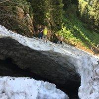 Слежавшийся снег у водопада Верхний Горельник. :: Anna Gornostayeva