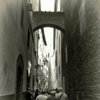 Туристы на улочке Флоренции :: Олег Чемоданов