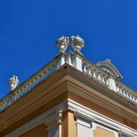 Вазы на крыше Большой Оранжереи... :: Sergey Gordoff