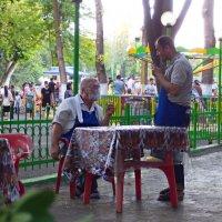 Парк ...кафе...сослуживцы... :: Людмила Богданова (Скачко)