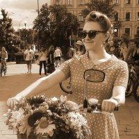 Девушка с велосипедом 3 :: Ростислав