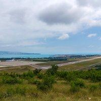 вид на аэропорт Геленджик и бухту :: Алексей Лейба