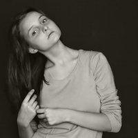 Ника. Случайный  портрет. :: Валерия  Полещикова