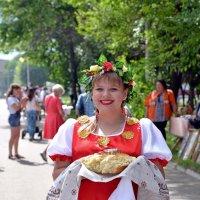 Хлебушек да соль Вам гости дорогие! :: Владимир Куликов