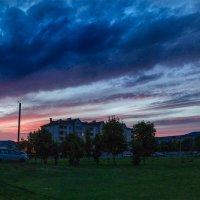Краски летнего заката Над моим двором... :: Анатолий Клепешнёв