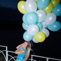 Главное удержать подарок для подружки!!! :: Ирина Холодная