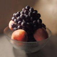 Плод спелый, напоил меня ты солнцем,  И сладкий вкус мне подарил. :: Людмила Богданова (Скачко)