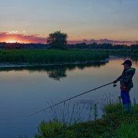 Захватывающий клёв у юного рыбака на зорьке! :: Laborant Григоров