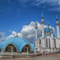 У мечети Кул-Шариф :: Сергей Цветков