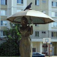 Стоящая под зонтом... :: Владимир однакО...