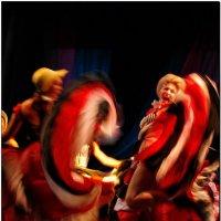 Зажигательный танец. :: Leonid Korenfeld