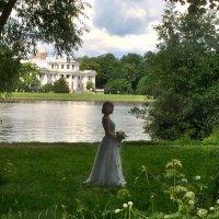 На фоне дворца :: Наталья