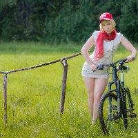 Девушка с велосипедом :: Рашид Рахимов