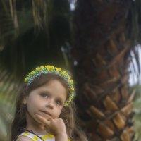 Девочка и пальма :: Андрей Резюкин