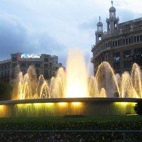 Барселона. Фонтан на площади Каталонии :: татьяна