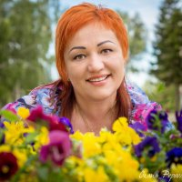 женщина с цветами :: Оксана Попова