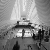 Центр Мировой Торговли. Вход в торговый центр :: Олег Чемоданов