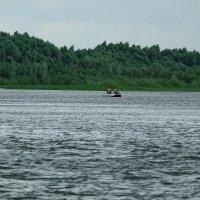 Неспокойно на реке :: Валерий Судачок