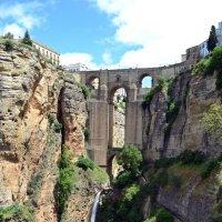 Древний мост через ущелье :: Ольга