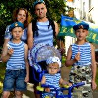 Мы всей семьёй за ВДВ! :: Михаил Столяров