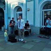Веселые музыканты на канале Грибоедова... :: Sergey Gordoff