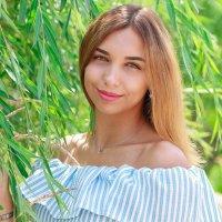 девушка в саду :: Екатерина Беникаускене
