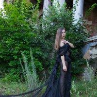 Девушка в красивом чёрном платье :: Роман Мишур