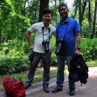 Вьетнамские коллеги в Царицыно :: Анатолий Колосов