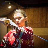 девушка с мечом :: Oleg