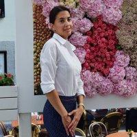 На фоне ковра из живых цветов. :: Татьяна Помогалова