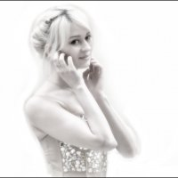 Блондинка на белом. :: Александр Бабаев
