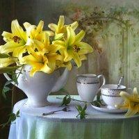 Чайный этюд с жёлтыми лилиями :: lady-viola2014 -
