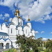 У храма :: Марина Шанаурова (Дедова)