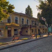 Когда город еще, спит,- раннее утро на Дерибасовской. :: Вахтанг Хантадзе
