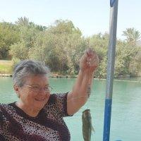 Счастливая бабушка- рыбачка :: Герович Лилия