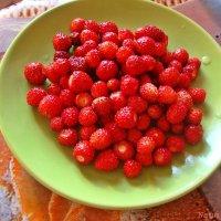 Земляничка.Сплошные витамины :: Лидия (naum.lidiya)