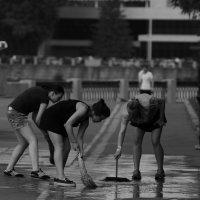 Приборка любимого города :: Денис Ханыков