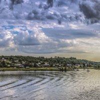 Поселок на берегу реки :: Valeriy Piterskiy