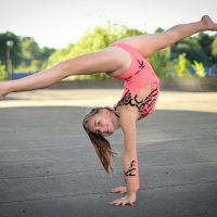 Аня. Утренняя гимнастика... :: Александр Беляков
