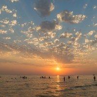 Здравствуй  небо, море, облака :: Сергей