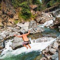 Прыжок в горную реку :: Michael Averkiev