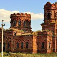 Заброшенный храм в честь святителя Николя Чудотворца :: Оксана Полякова