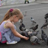 девочка и голуби :: Татьяна Могилина