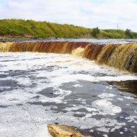 Водопад на реке Тосна :: Денис Матвеев