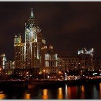 Московская высотка ночью :: Владимир Попов