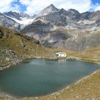 ....домик на берегу озера в швейцарских альпах :: Дмитрий Родышевцев