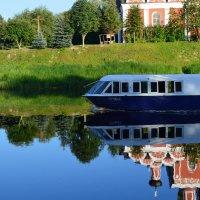 Прогулочный катер :: Sergey Serebrykov